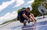 Чистка солнечных панелей – почему, как и когда?