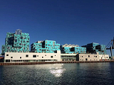В Дании открыли школу с фасадом из уникальных солнечных батарей