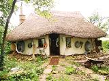 Уникальный британский экодом построен из соломы и глины