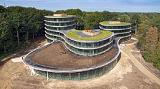 В Нидерландах возвели уникальное офисное здание на винтах, с возможностью повторного применения материалов