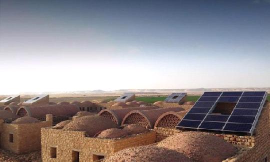 В оазисе Бахария в Египте построили село